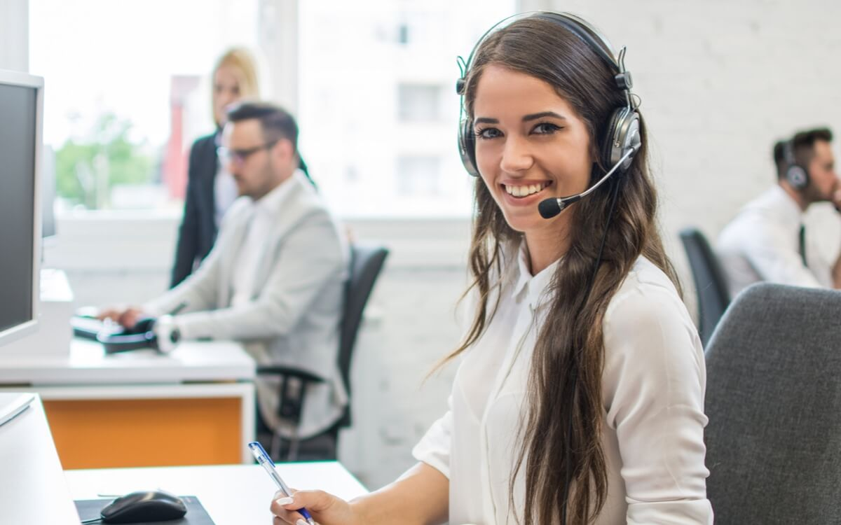 a customer support staff wearing a headset talking to a real estate agent